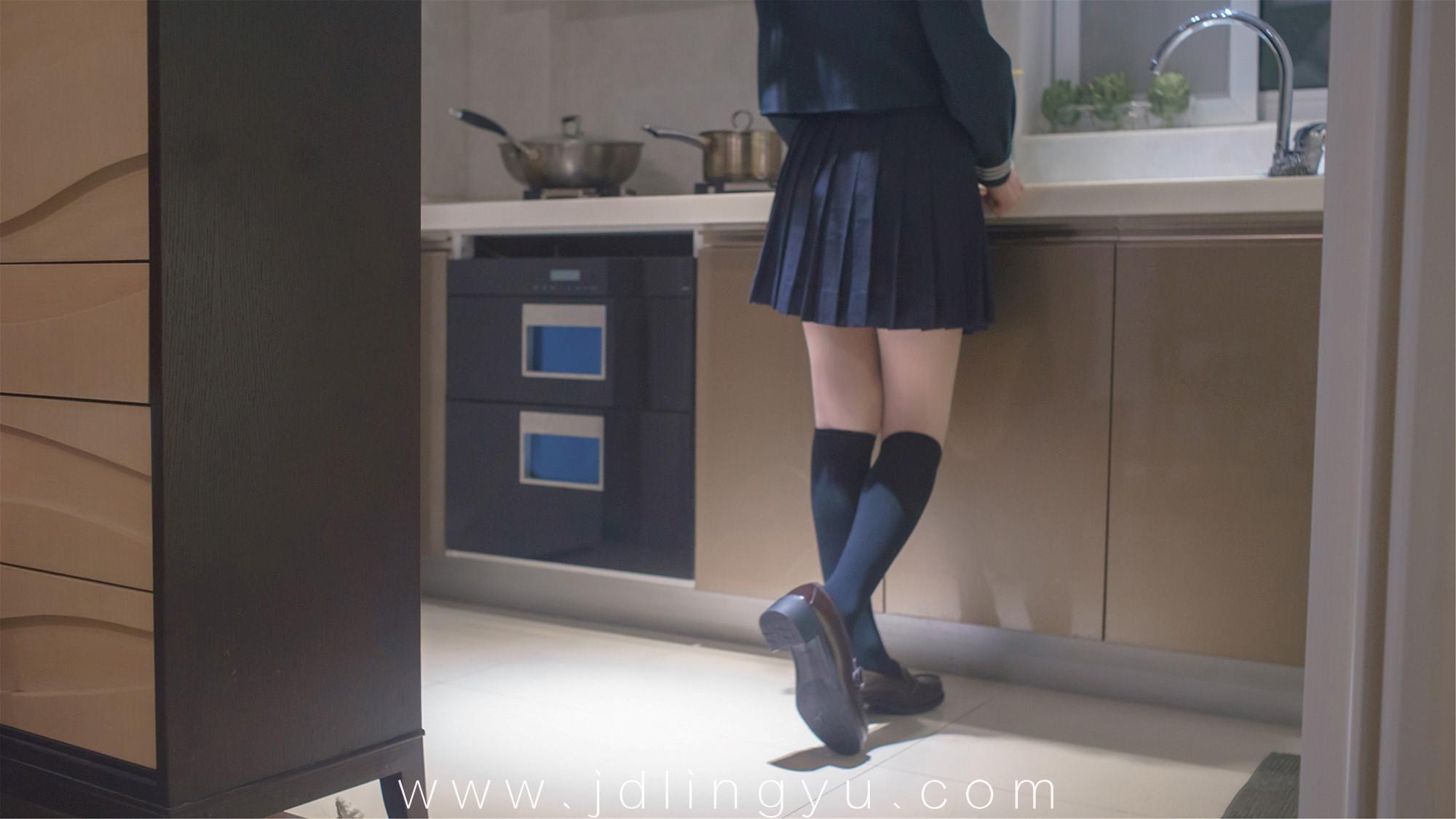 [木花琳琳是勇者]JK制服与长筒袜
