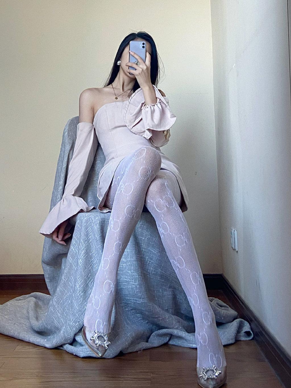 妹子这双丝袜非常nice 发现美