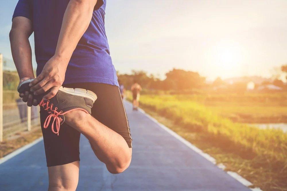 大腿酸痛放松方法