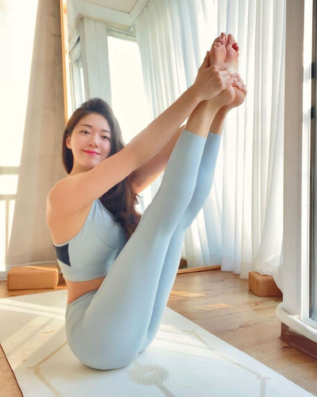 瑜伽精神 美女的高难度动作瑜伽动作 发现美
