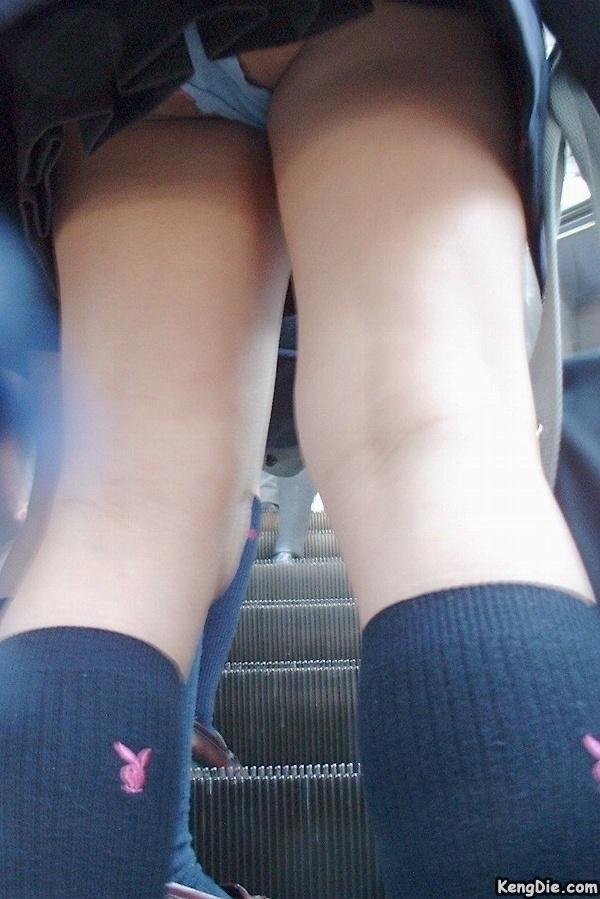 日本超短裙子美女全露底图片大全