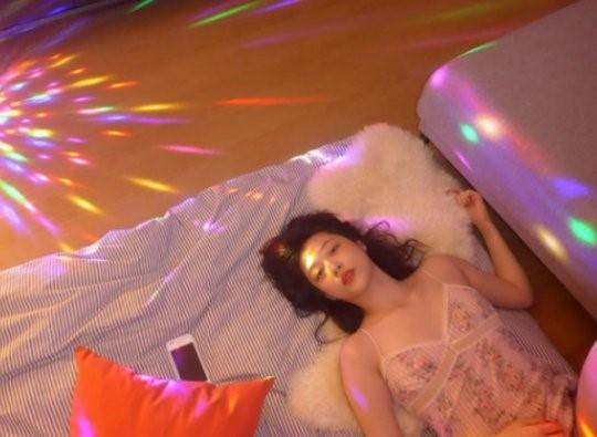 雪莉和好友具荷拉的家庭派對'夢幻+性感'