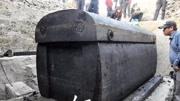 宿舍樓地下古墓驚現15噸巨棺,震驚專家