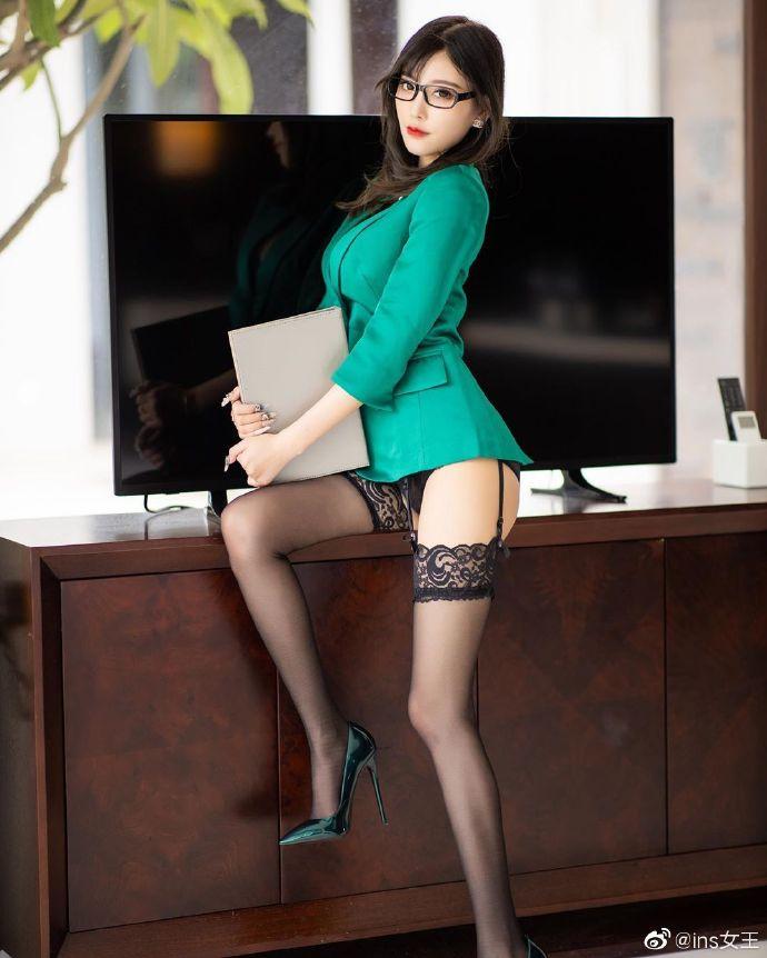 模特杨晨晨OL性感写真图片 性感美女 美女图片 第1张