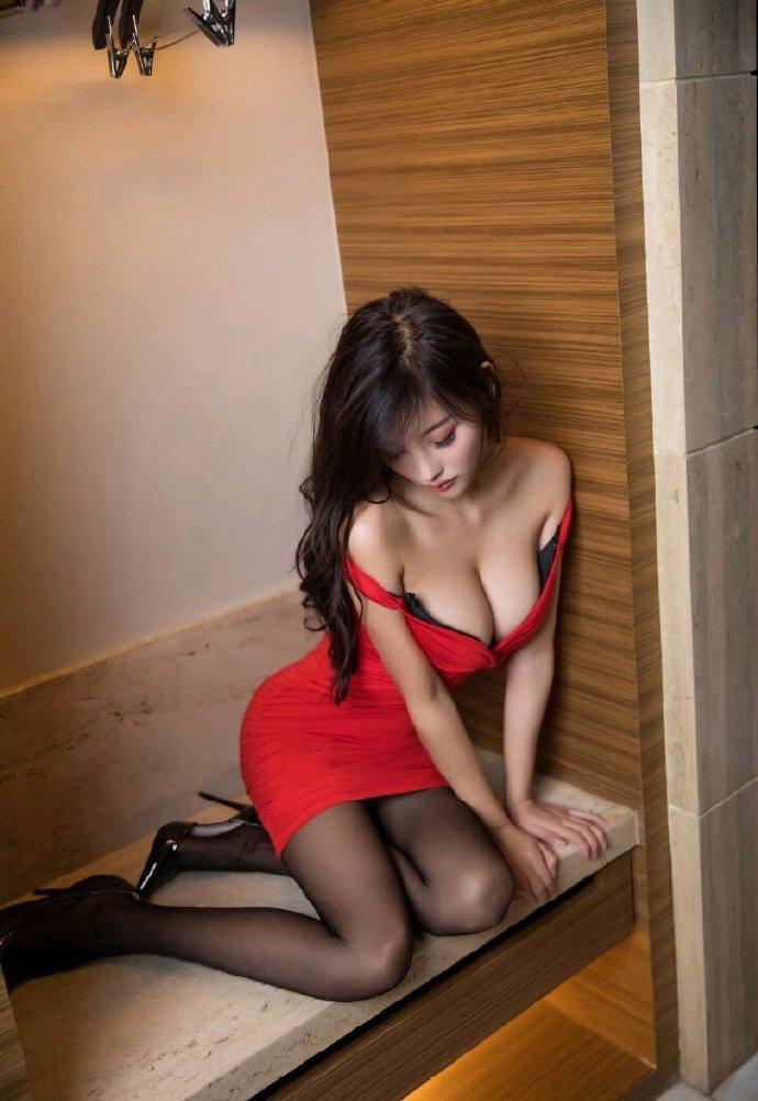丝腿写真 红裙黑丝小姐姐 美腿 丝足 第9张
