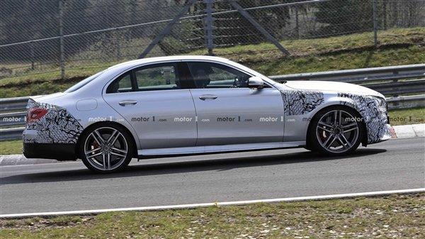 动力超600马力 奔驰新款AMG E63路试谍照曝光