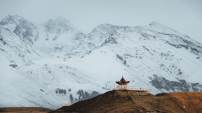 现在的新疆伊犁尼勒克的唐布拉,百里画廊