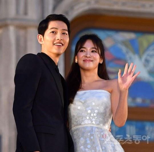 突然宣布婚讯 宋仲基-宋慧乔10月31日结婚