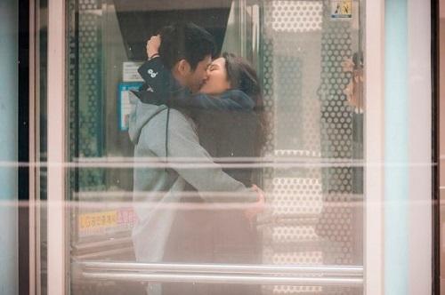 《經常請吃飯的漂亮姐姐》 孫藝珍-丁海寅上演電梯之吻