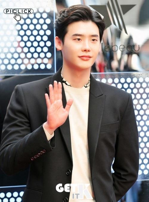 李鍾碩確定出演tvN《羅曼史是別冊附錄》