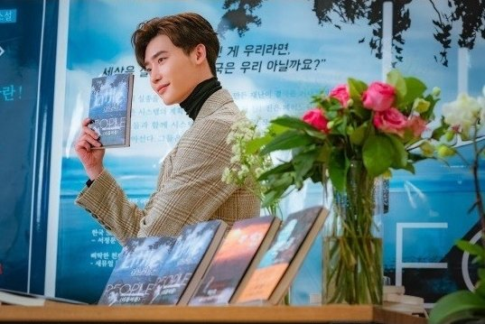 李鍾碩挑戰浪漫喜劇 《羅曼史是別冊附錄》劇照首公開