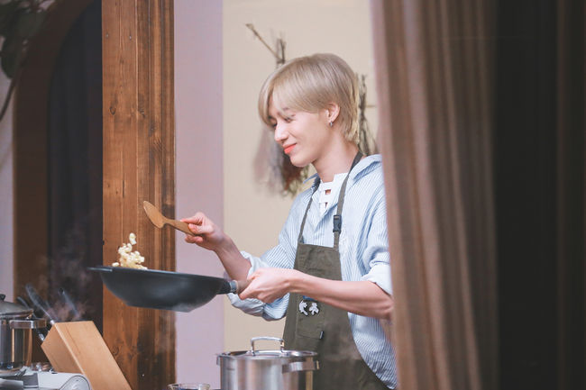 SHINee泰民出演《大家的廚房》 展示人生首個料理