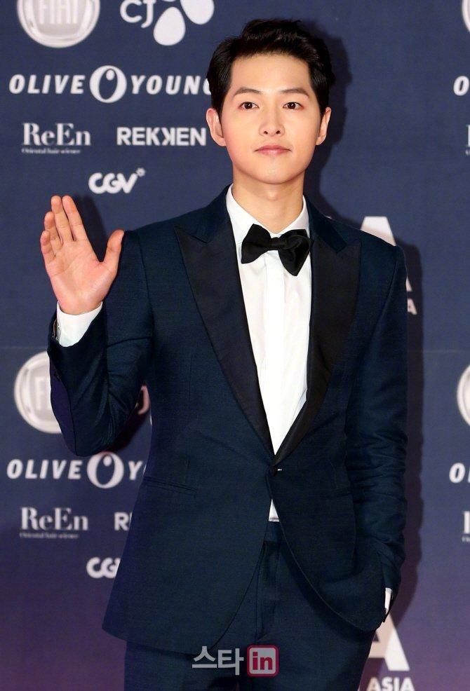 宋仲基有望出演tvN新劇《阿斯達編年史》