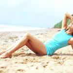 躺在沙滩上的美女大胆人体艺术照图片